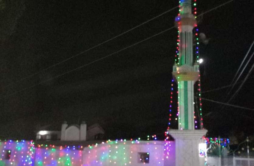 शब-ए-कद्र पर रातभर चलता रहा इबादत का दौर
