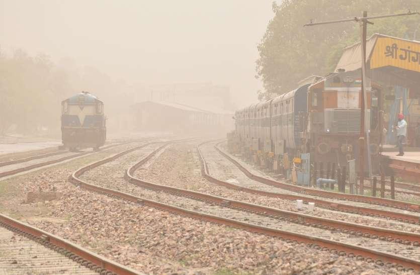 पश्चिमी हवा से छाए धूल के गुबार