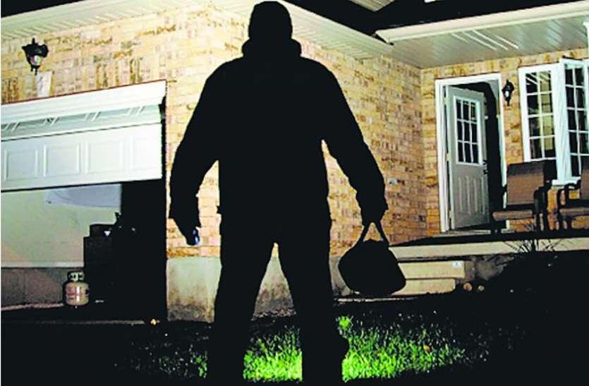 हॉस्टल से महिला प्रहरियों के 3 मोबाइल व पर्स चोरी