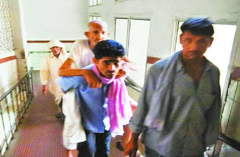 एसएमएस अस्पताल: मरीजों को कंधों पर उठा दौड़े परिजन जानिए पूरा मामला