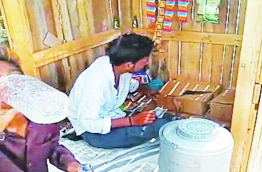 OMG: राजस्थान की कोचिंग सिटी में पंक्चर की दुकान पर भी मिलती है शराब