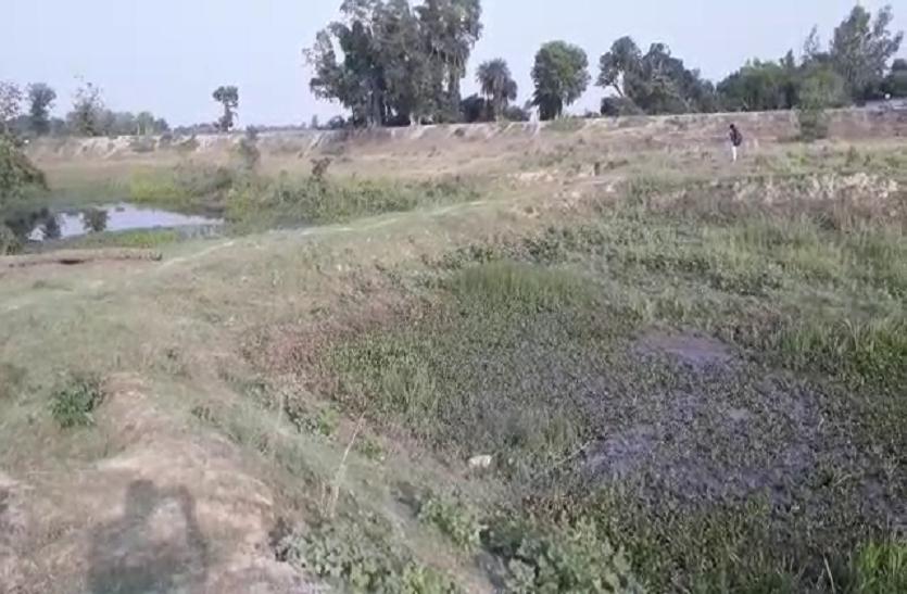 मनोरमा नदी की धारा रोककर बनाई गई सड़क, एसडीएम ने कहा- जांच के बाद कार्रवाई