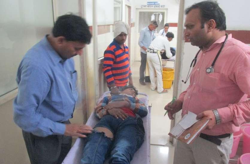 लग्जरी जीप की टक्कर से दो छात्रों की मौत, एक जख्मी