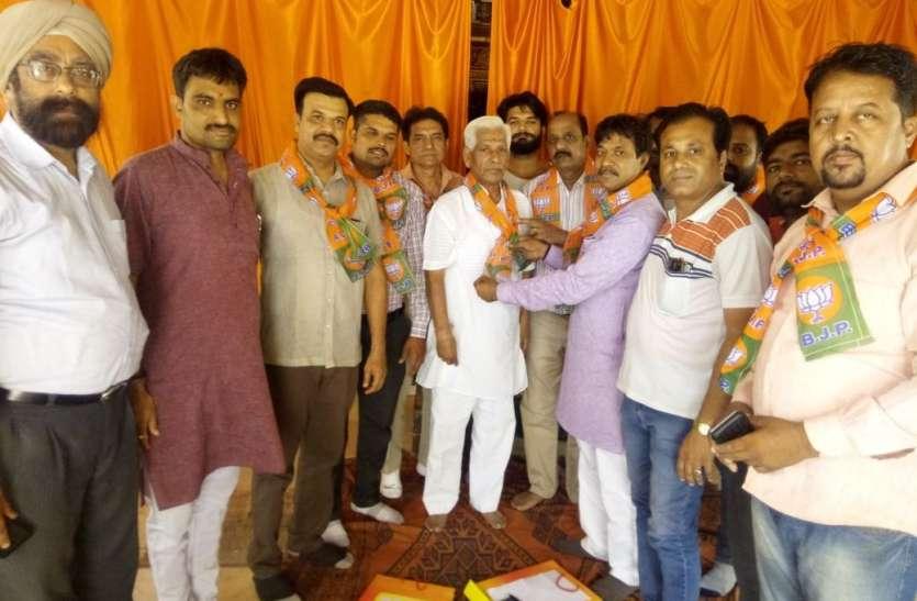 भाजपा के कार्यकर्ता पहुंच रहे गली-मोहल्लों में