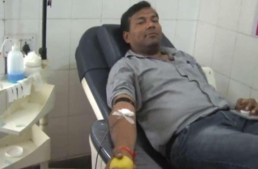 विश्व रक्तदान दिवस: रक्तवीरों ने बढ़ चढ़कर कर किया रक्तदान