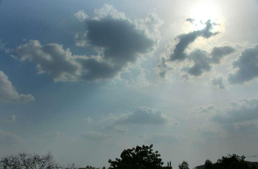 आसमान में बादल...तेज हवाओं ने बिगाड़ी मासून की चाल