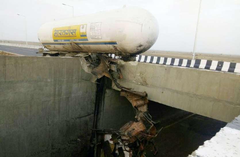 बिग ब्रेकिंग:  शिवपुरी हाइवे पर गैस टैंकर हुआ दुर्घटनाग्रस्त, 17 टन गैस घुली हवा में, लोग घर छोड़कर भागे