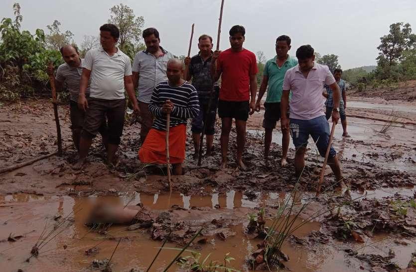Breaking News : आए थे भगवान के दर्शन करने और खो दिया बेटा, बाढ़ में बहे मासूम की 5 किमी दूर मिली लाश