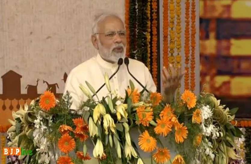Breaking: पीएम मोदी ने कहा, कच्छ से कटक, कारगिल से कन्याकुमारी तक बिछी है Bhilai में बनी फौलादी पटरियां, Video