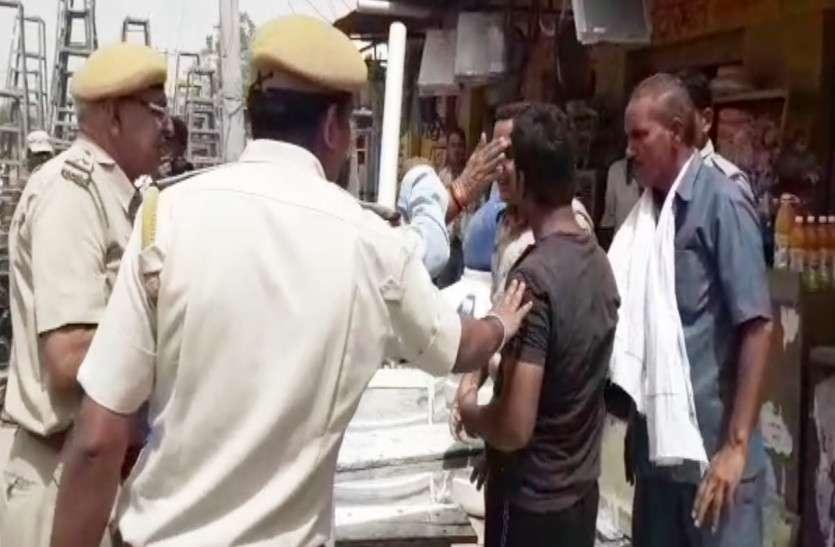 राजस्थान में यहां युवकों ने की पुलिसकर्मियों से धक्का मुक्की,फिर पुलिस ने चौराहे पर ही पीटा