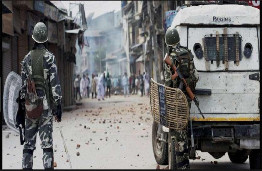 पत्थरबाजों ने CRPF की गाड़ी पर किया पथराव, श्रीनगर से जम्मू लौट रहे थे जवान