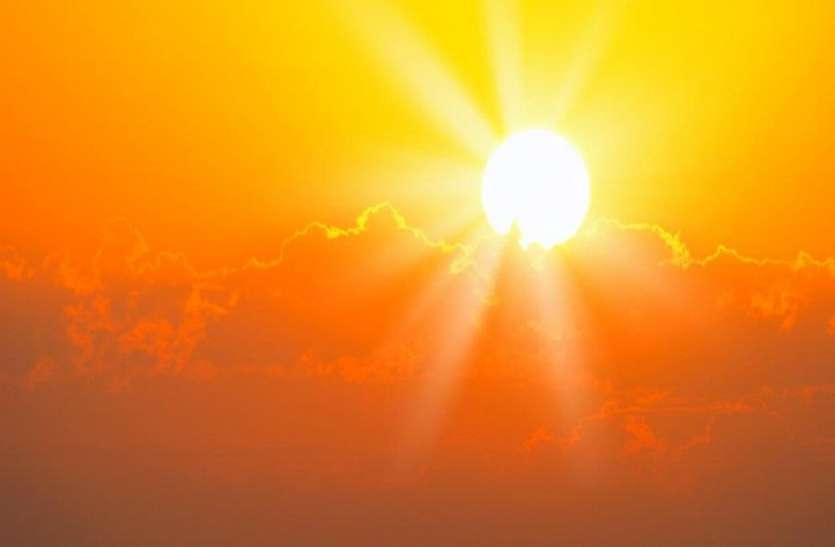 चिलचिलाती गरमी से परेशान शख्स ने सूर्यदेव के खिलाफ ठोका केस, कानूनी धाराओं के तहत सख्त कार्रवाई की मांग