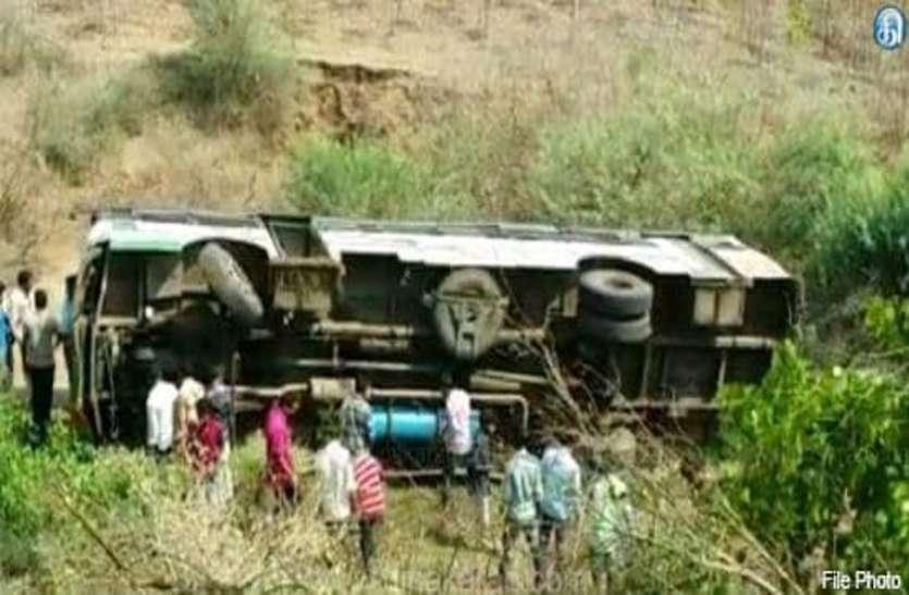 परिवहन निगम की बस खाई में गिरी, 7 की मौत