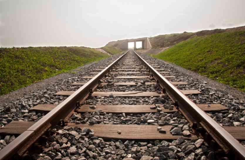 रीवा सिंगरौली रेलवे लाइन में कई अड़चनें, 16 में से सिर्फ एक टनल पर शुरू हुआ काम