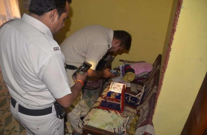 परिजन गए बेंगलुरु,घर में चोरी
