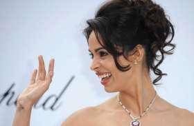 कभी एक फिल्म के लिए करोड़ों रुपये लेती थी ये अभिनेत्री, सड़क पर ऐसी हालत में आई नज़र