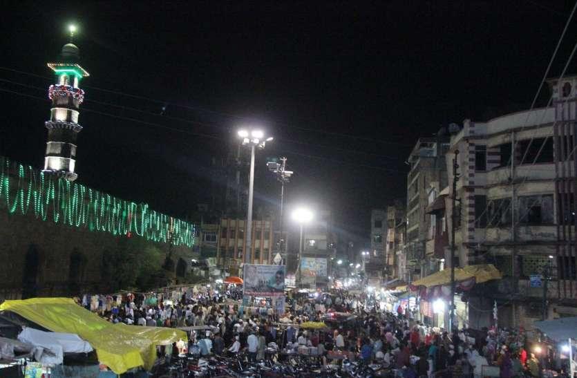 ईद को 2 दिन बाकी और ईदगाह के पास बड़े-बड़े गड्ढे