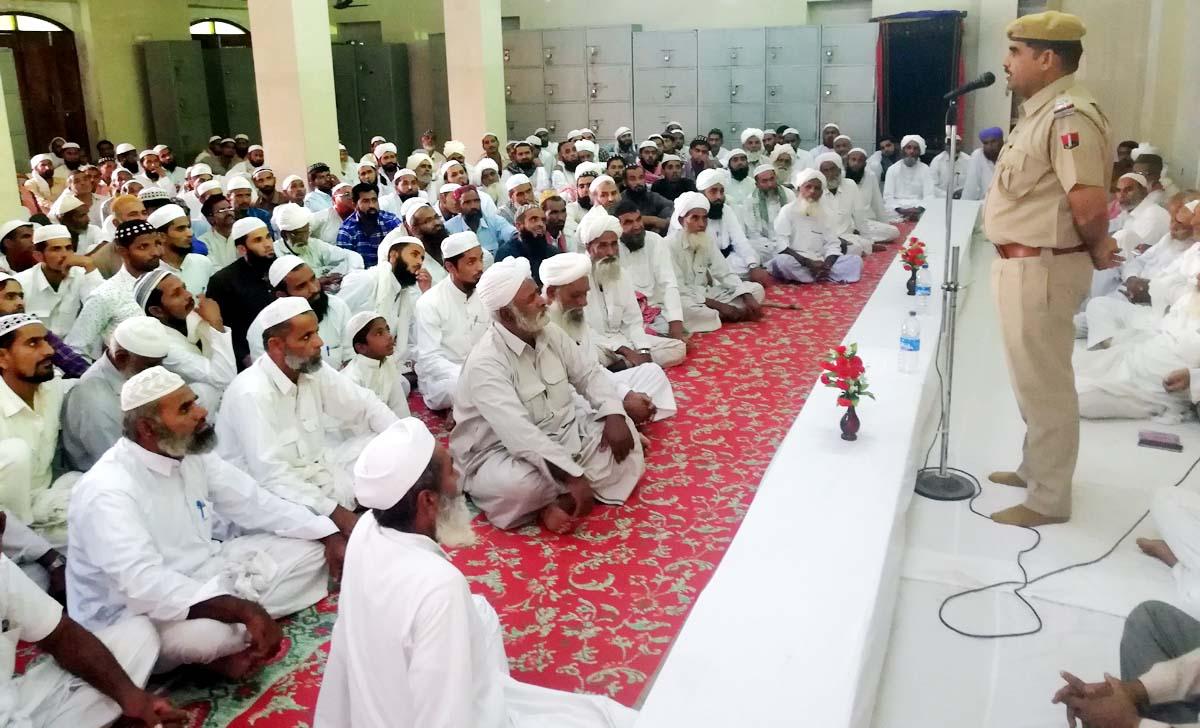 JAISALMER NEWS- ग्रामीण क्षेत्रों में ईद के मौके पर  नमाज अदा करने के बाद छाया उल्लास...