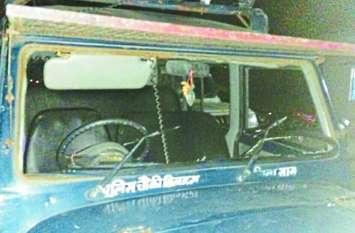 अवैध शराब में शामिल लोगों ने पुलिस दल पर किया हमला, पथराव में चौकी प्रभारी और आरक्षक जख्मी