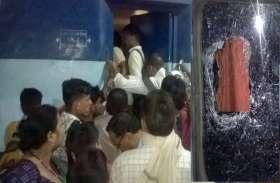 यूपी पुलिस और पीएससी भर्ती की परीक्षा देने वाले परीक्षार्थियों ने किया जमकर हंगामा