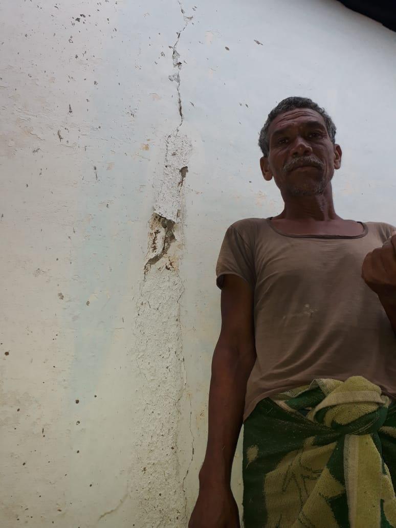 ब्लास्टिंग से ग्रामीणों में दहशत, घरों में आईं दरारें, स्कूल बंद