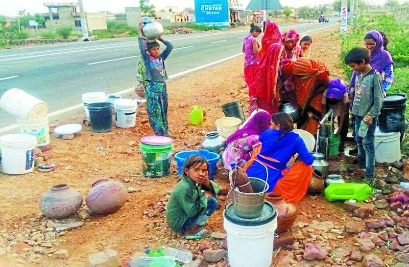 पानी की समस्या को लेकर उपखण्ड अधिकारी पहुंची गांव,अधिकारियों को दिए निर्देश