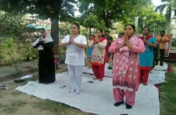 तलाक पीड़ित महिलाओं ने मनाया योग दिवस, किया सूर्य नमस्कार