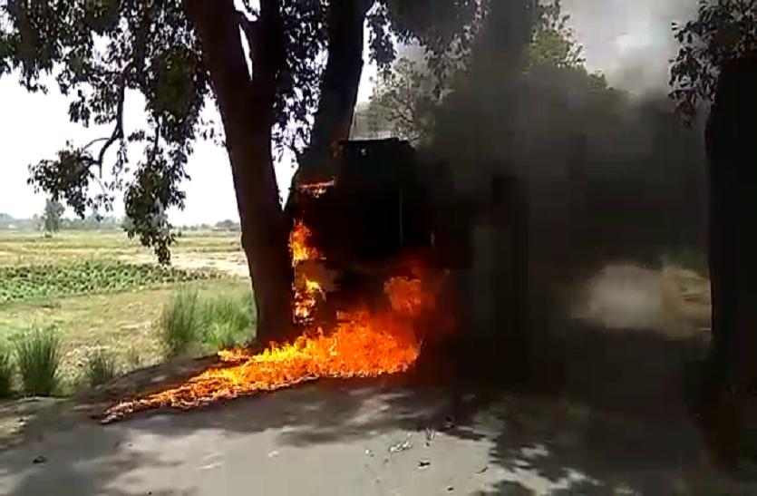 मिनी ट्रक और ऑटो में हुई जोरदार टक्कर,एक की मौत कई घायल, ग्रामीणों ने ट्रक में लगाई आग