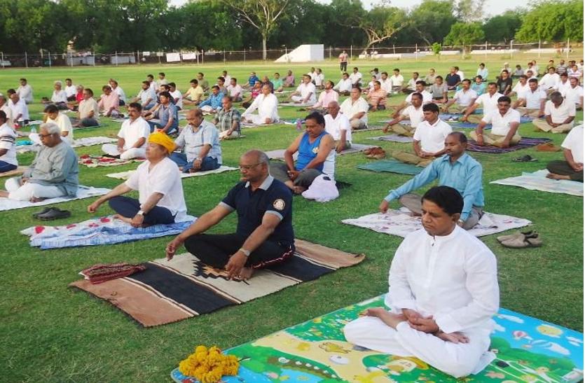 पंजाब एवं चण्डीगढ में योग आयोजन में स्मृति इरानी समेत हजारों लोग शामिल