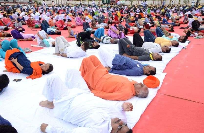 अंतरराष्ट्रीय योग दिवस LIVE: जिलेभर में मनाया जा रहा है योग दिवस, बच्चों से लेकर बुजुर्ग तक कर रहे है योगासन