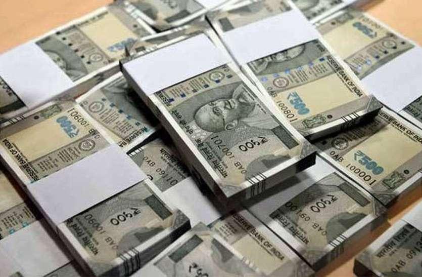 जालोर में व्यवसायियों को सड़क पर मिला नोटों का बंडल