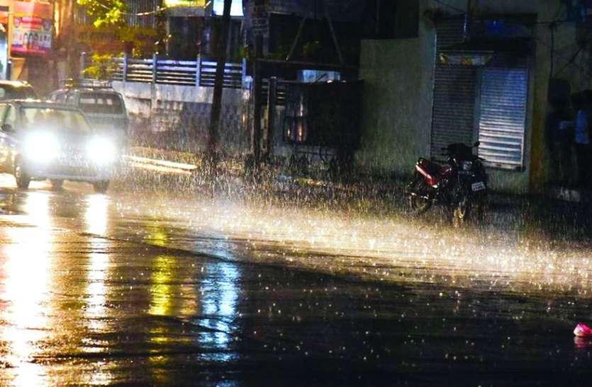इंदौर के आस पास हुई तेज बारिश, शहर का मौसम हुआ खुशनुमा