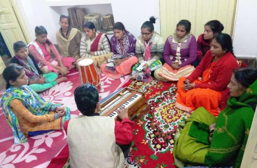 नई पीढ़ी को संगीत की बारीकियां सिखाकर बना रहे संगीत के साधक