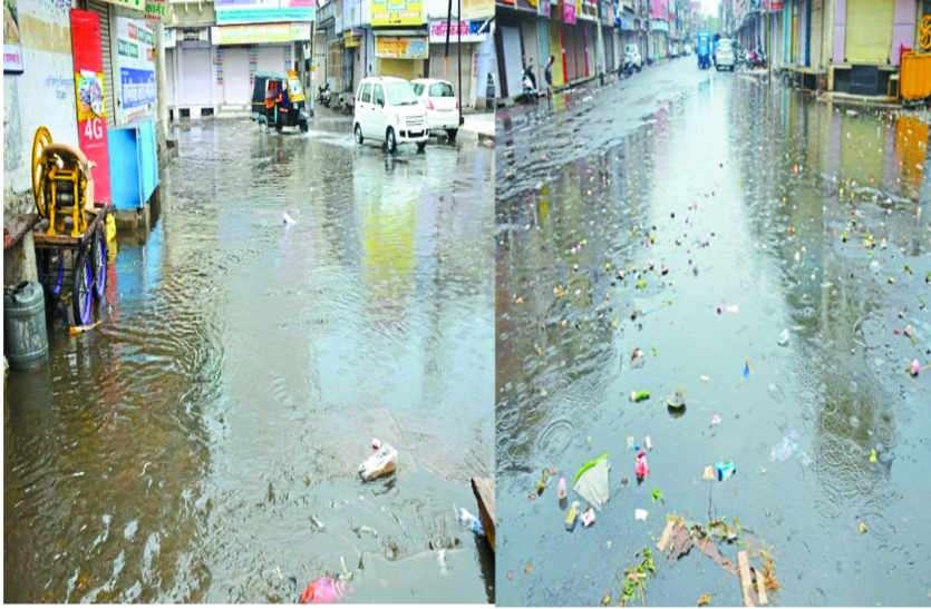 शहर की सफाई व्यवस्था बदहाल : तैयारी की खुली पोल, सड़कों पर नालों की गंदगी