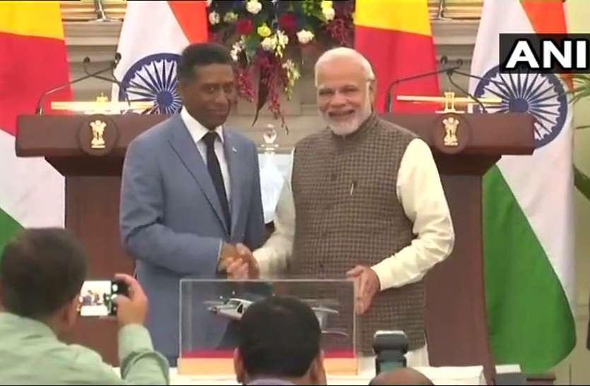 भारत-सेशल्स में 6 समझौतों पर दस्तखत, नौसैनिक अड्डा बनने का रास्ता साफ