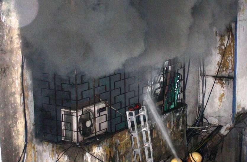 डनलप सुपर मार्केट के गोदाम में लगी आग
