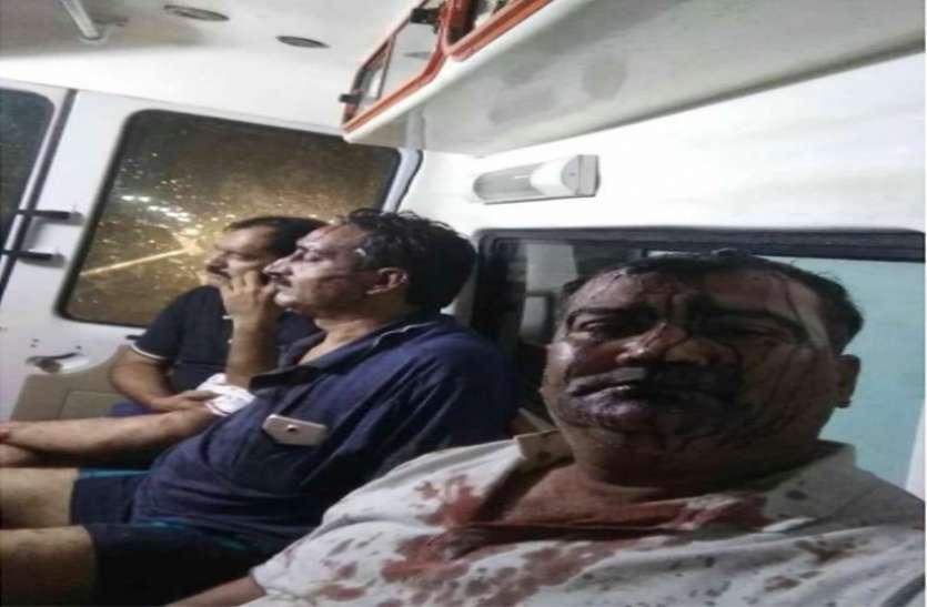 Big Breaking News कार का टायर पंक्चर कर हथियारबंद लुटेरों ने वकीलों पर किया जानलेवा हमला