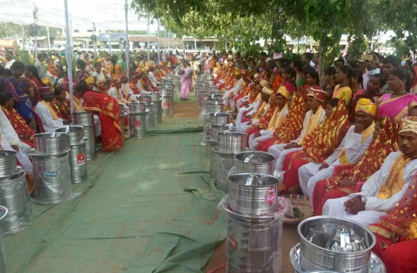 इस जिले में पहली बार धर्मानुसार पारंपरिक तौर पर कराया गया सामूहिक विवाह