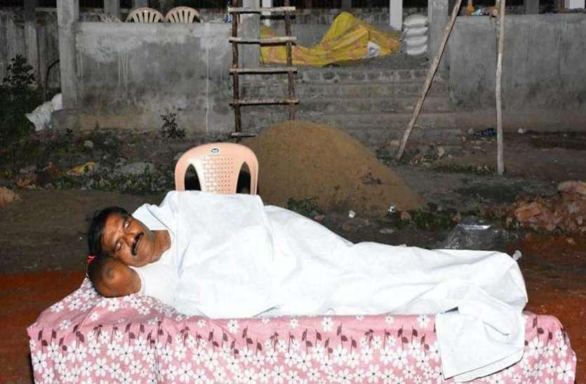 जब विधायक को श्मशान घाट में आ गई नींद, सुबह उठकर किया एेसा कि लोग रह गए दंग