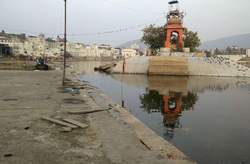 मुख्यमंत्री द्वारा घोषित 4 करोड़ 10 लाख रुपए की योजना यहाँ सीवरेज के गंदे पानी में सड़क पर बहती नजर आ रही है....पढ़ें पूरी खबर