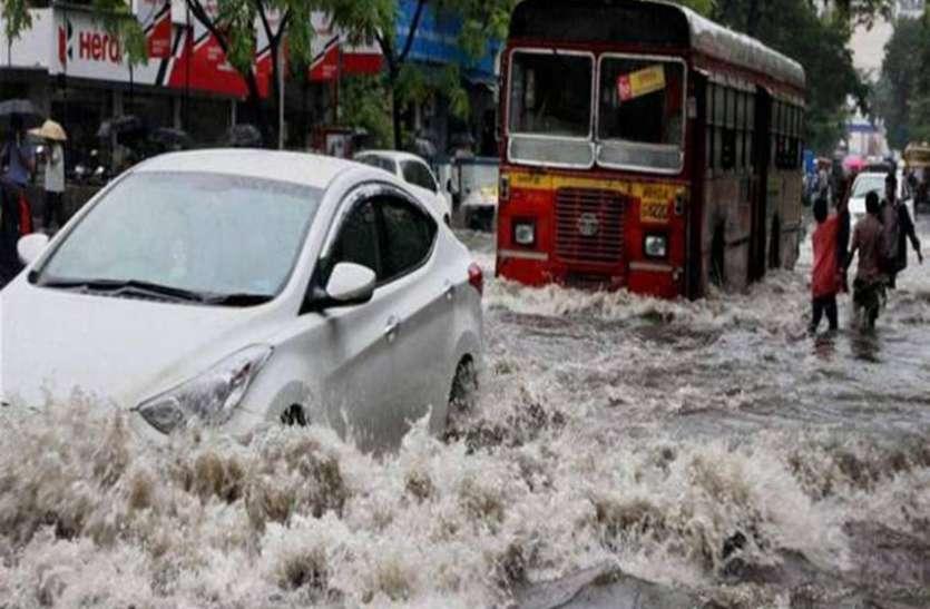 मुंबई: बाढ़ में फंसे लोगों की मदद करना पड़ा महंगा, देना पड़ा 1500 रुपए का चालान