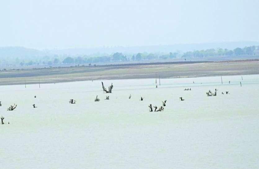 राजघाट में बांध का जलस्तर गिरा, आज बंद हो सकता है एक पंप