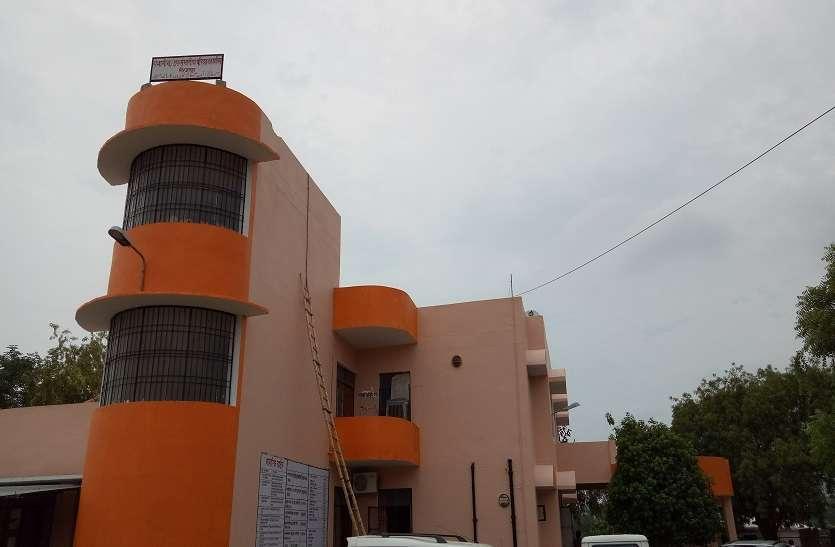 अब मिर्ज़ापुर का परिवहन कार्यालय भी हुआ भगवामय