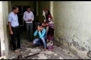 दुष्कर्म का प्रयास करने वाले युवक को महिला ने चप्पलों से धुना, देखें वीडियो