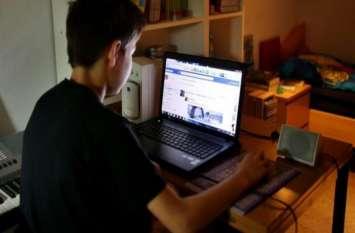 फेसबुक पर फेक आईडी बनाकर 10 साल के बेटे ने की मां की जासूसी, फिर पिता को बताई एेसी बातें