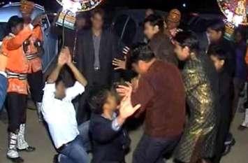 2 साल से फरार गब्बर शादी में कर रहा था डांस, पुलिस ने दबोचा