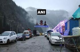 VIDEO: कश्मीर में झमाझम बारिश ने रोकी अमरनाथ यात्रा की चाल, कुछ ऐसा दिखा मौसम का नजारा
