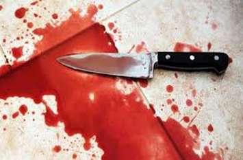 तीन साल के बेटे के सामने पत्नी को धारदार हथियार से किया 2 टुकड़ा