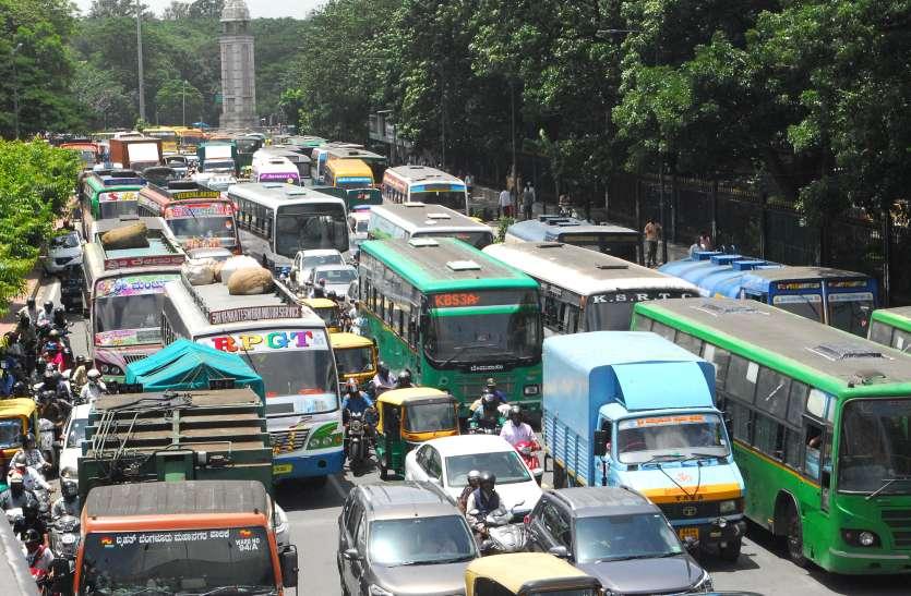 एक साल में बढ़ गए सवा पांच लाख वाहन