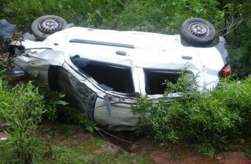 राज्यपाल के कार्यक्रम से लौट रही कार खाई में गिरी, बीजेपी नेता सहित दो घायल